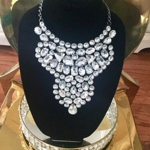 💎💎💎 Beautiful Faux Diamonds Necklace